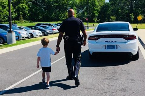 One Young Man Learns About Police Work | Lieutenant Wilbur Griffin with the Leeds Police Department is teaching one young man about police work at Leeds Primary School. Collier Cisco's dream is to be a policeman. Collier had the opportunity to see the inside of a police car and sit in the driver's seat.