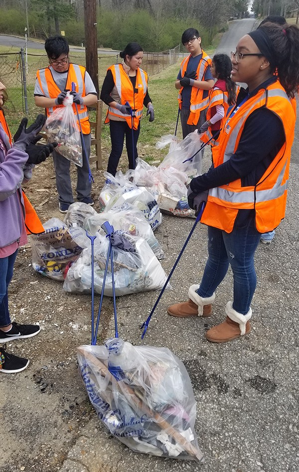 Leeds Community Cleanup 2019 was a huge success.  Our LHS students led the way with this year's cleanup in the Jefferson County Litter Quitters Committee.