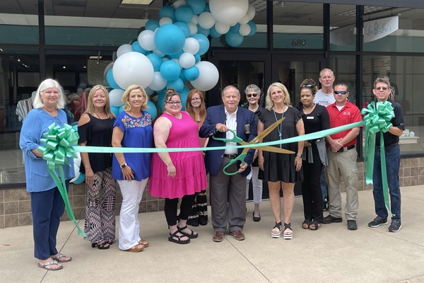 Lou Lou's Ribbon Cutting Photos. Fabulous shop in Suite 680 at Shops of Grand River with all types of merchandise including ladies clothing,